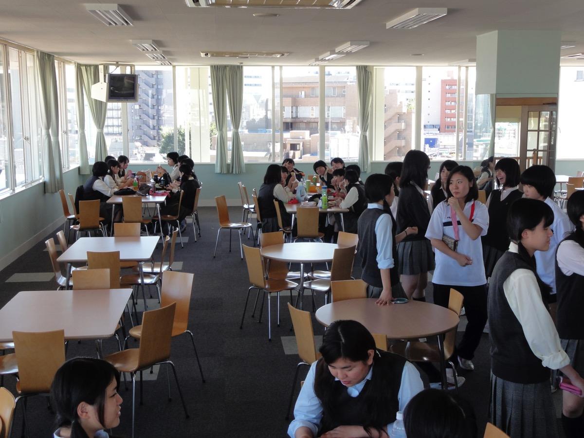 富士見丘学園のペントハウスラウンジ